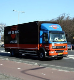 A picture of a DAF LF 55 truck with a box van for cargo, in Jan de Rijk Logistics livery with a Dutch numberplate