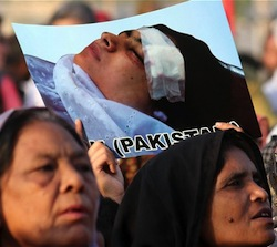 Picture of Pakistani women in a demonstration, holding a picture of Malala after her injury
