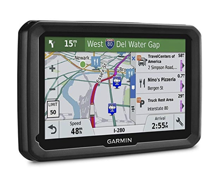 A picture of a Garmin Dezl 580 sat-nav with a map of an American city shown, with a list of two truck stops and a pizzeria on the right.